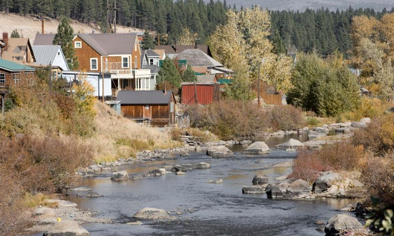 Truckee River flows through the town of Truckee California